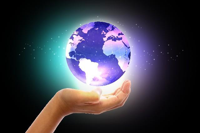 手のひらの上の地球画像